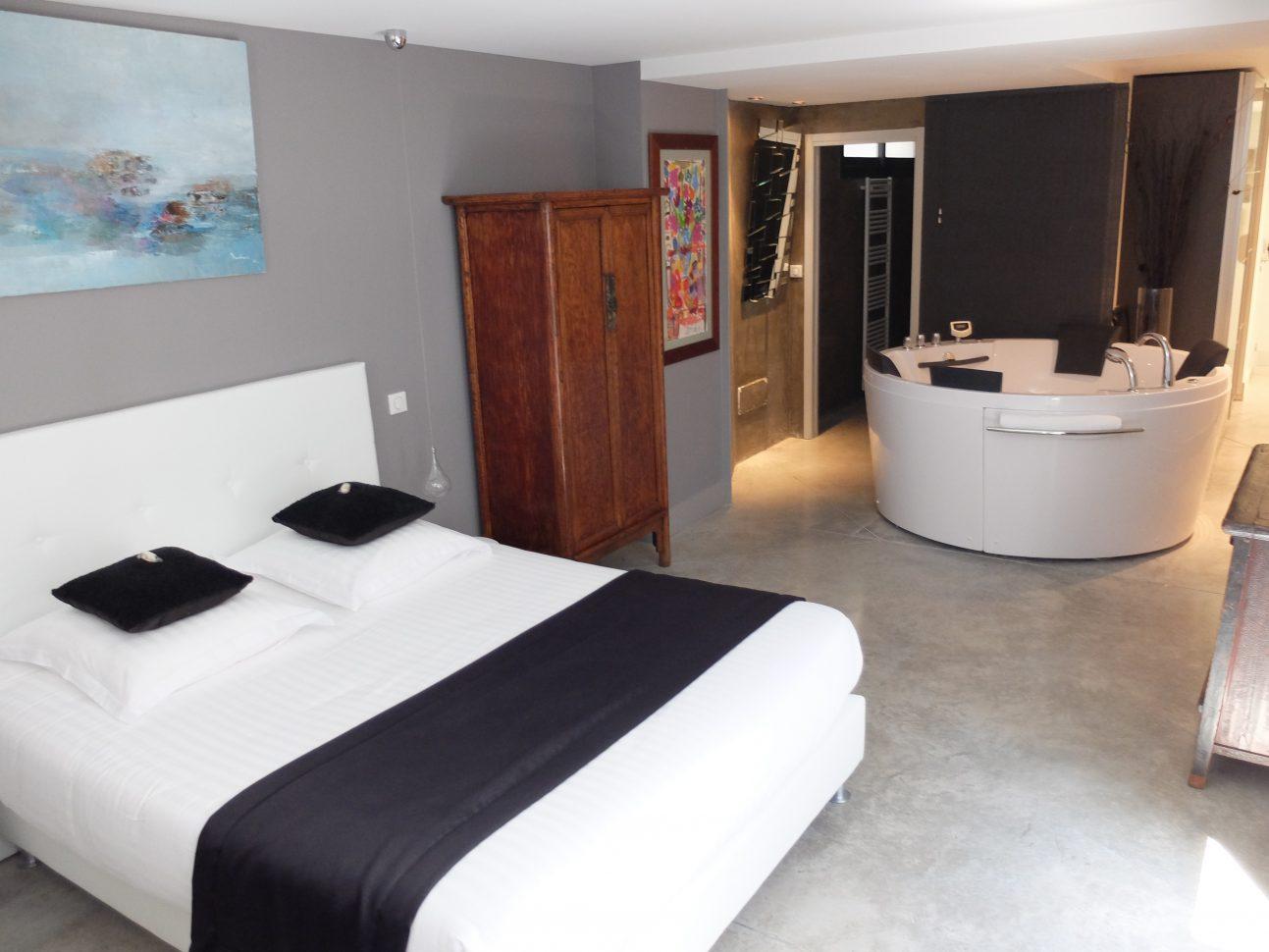 Chambres avec jacuzzi privatif avignon s jour romantique - Chambre jacuzzi privatif provence ...